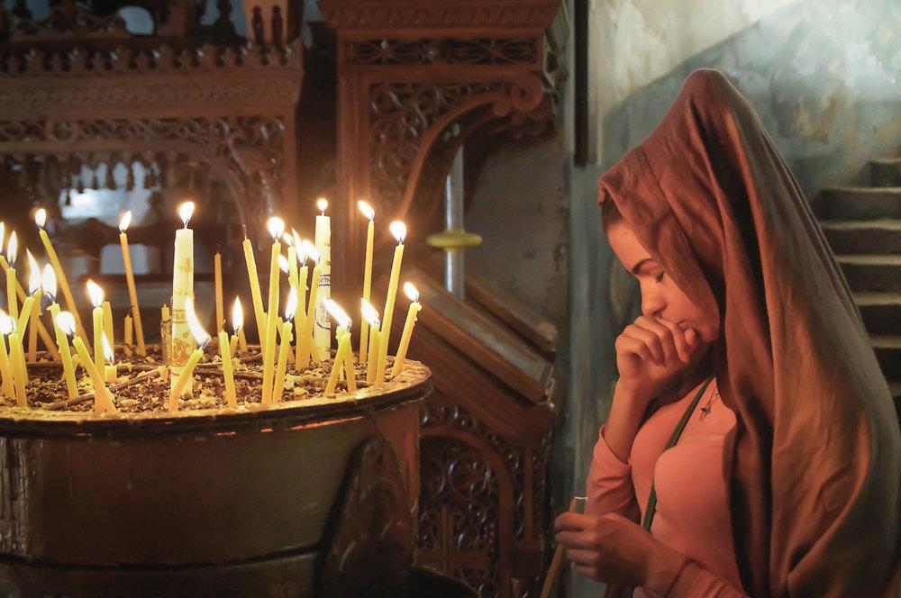 och en kvinnas innerliga bön.
