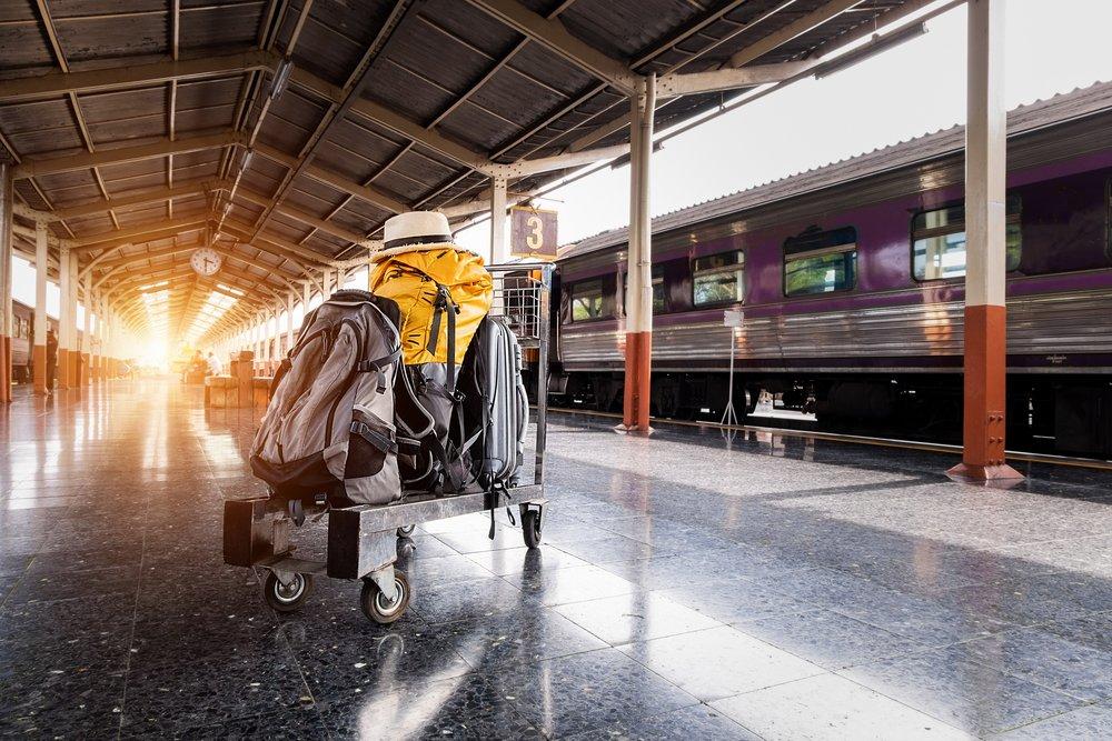 baggage-clock-hat-1170187.jpg