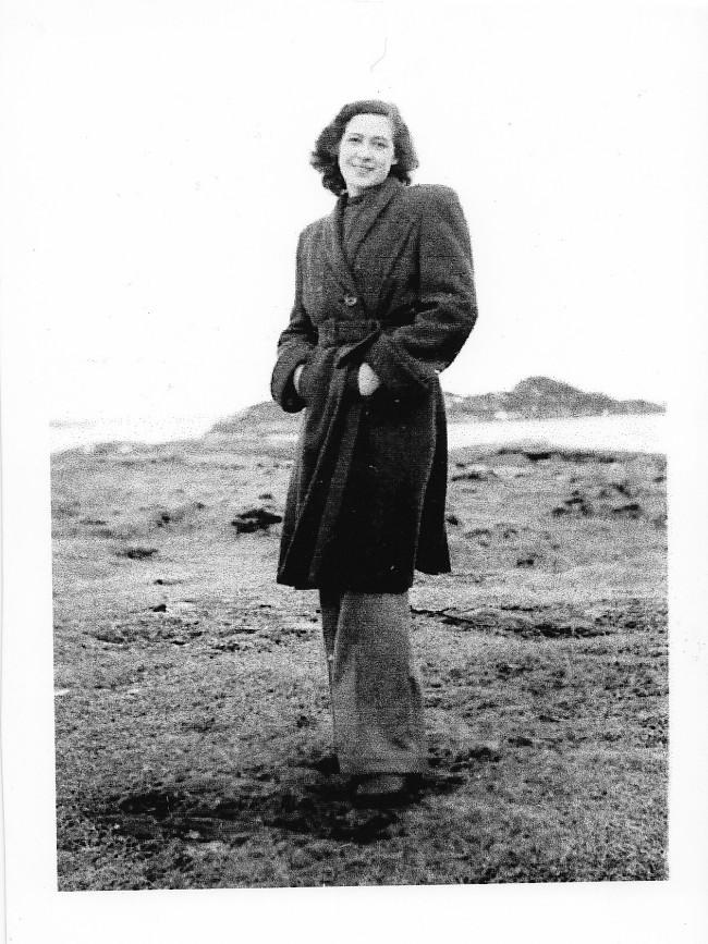 Mary Hustad var 18år da tyskerne inntok Sørøya. Hun omtales som vår dyktigste skytter i en av rapportene fra kampene mellom norske frivillige og tyske soldater i februar/mars 1945.