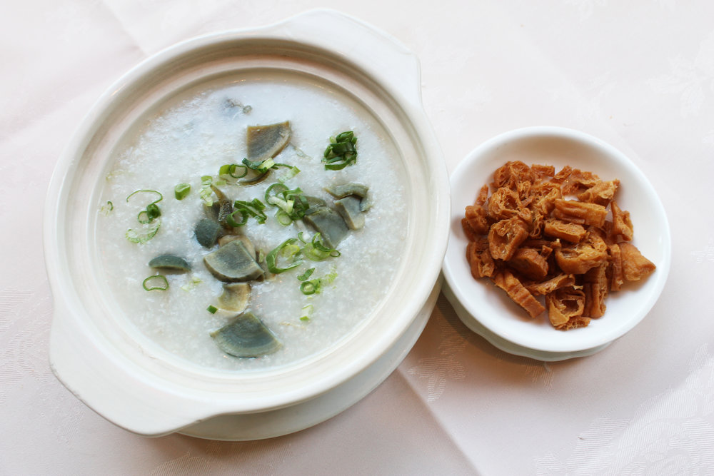 皮蛋瘦肉粥  Thousand Year Egg & Pork Congee  £5.50