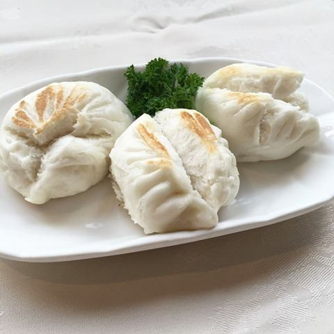 Grilled Pork, Prawn & Vegetable Buns     生煎菜肉包