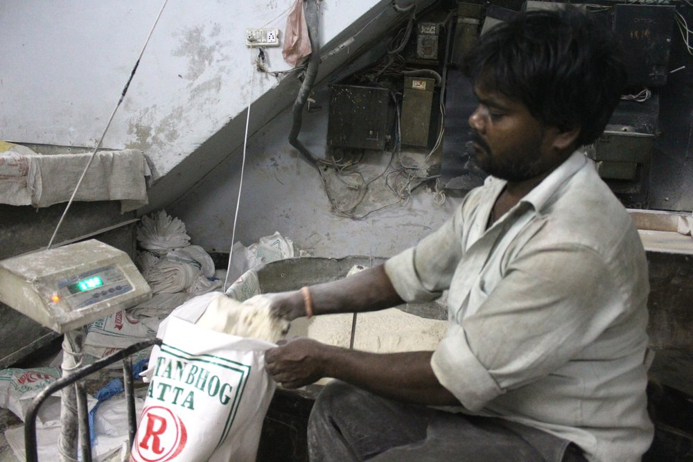 Mill worker packs bags of flour, Ludhiana, 23 September 2016