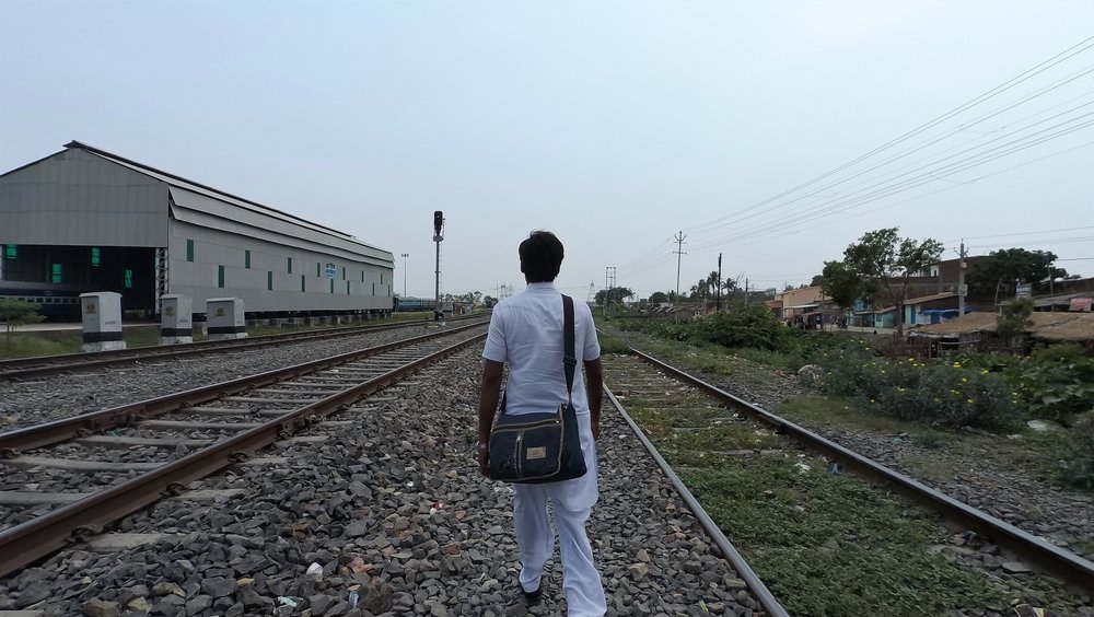 A migrant worker heads towards the railway yard to secure his seat in an unreserved train before it arrives at the station.Credit: Ankur Jayaswal