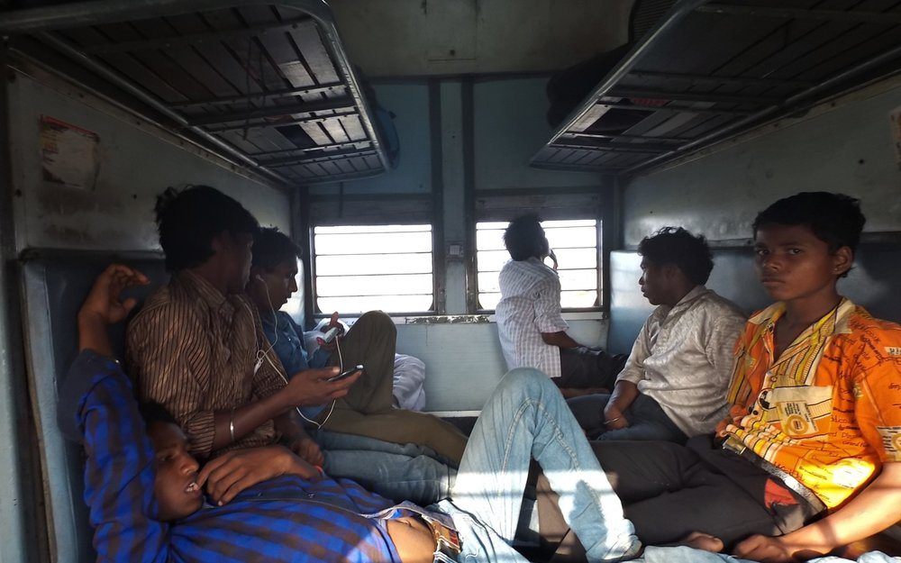 Migrant workers secure their seats in the train which is still in the railway yard. Credit: Ankur Jayaswal