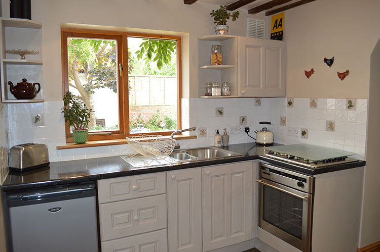 kitchen-at-bed-and-breakfast-honeybourne-pottery-worcestershire.jpg