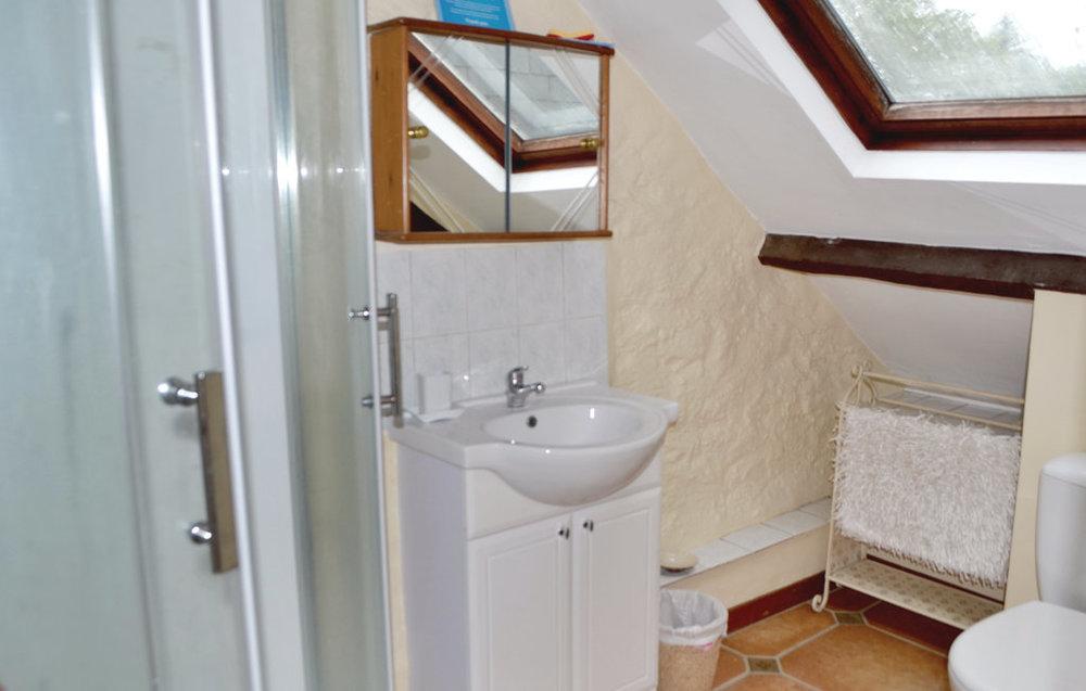 Mill House bathroom (Novasol) 2.jpg