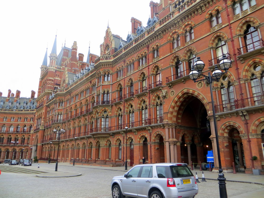London_St._Pancras_station_(13229527654)@Roel Hemkes.jpg