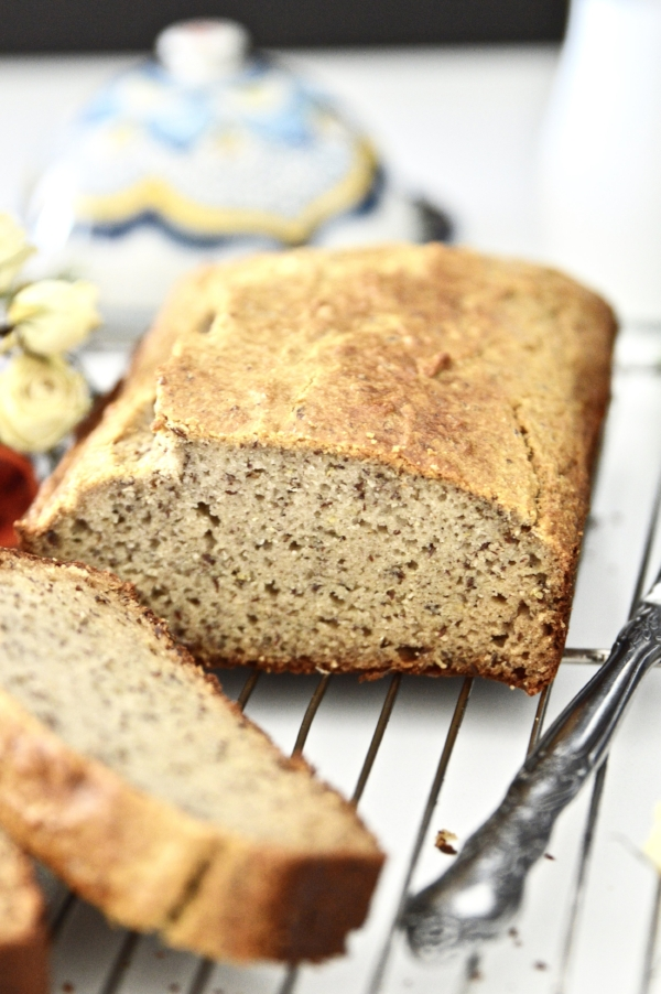 Have you missed bread since changing to the paleo diet? Trust me, I know it can be difficult giving up your favourite foods. But I am here to tell you don't have to! This Paleo Bread recipe is not only so easy to make but tastes so, so good! This paleo bread makes the perfect snack, breakfast or sandwich. This paleo bread recipe is not only grain free but is also gluten free and dairy free as well. Just because you aren't eating grains doesn't mean you have to miss out on your favourite foods now that you have this paleo bread recipe.