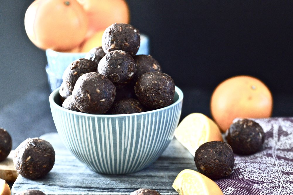 Paleo Orange Chocolate Energy Balls. Because orange and chocolate just belong together. If you are looking for a quick and healthy snack these Paleo Orange Chocolate Energy Balls are the perfect option.These Paleo Orange Chocolate Energy balls not only taste amazing but they are also really, really easy to make! #paleo #vegan #chocolate