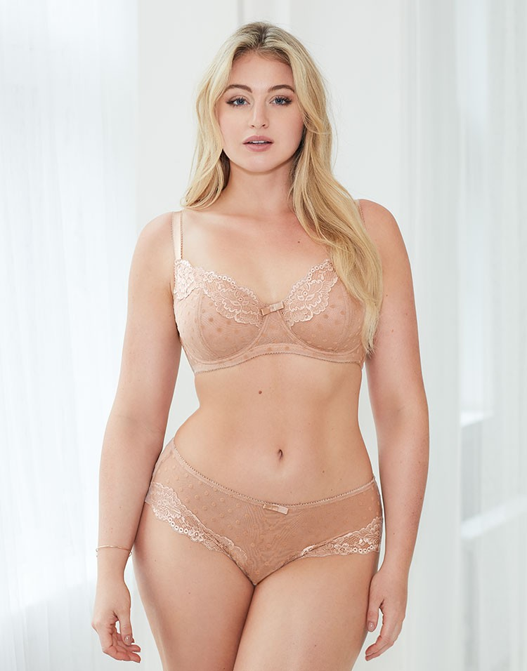 Adore Me Model Iskra Lawrence Wearing Annora Unlined Plus