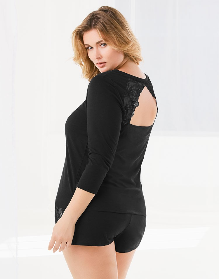 Adore Me Model Hunter McGrady Wearing Beatrix Plus