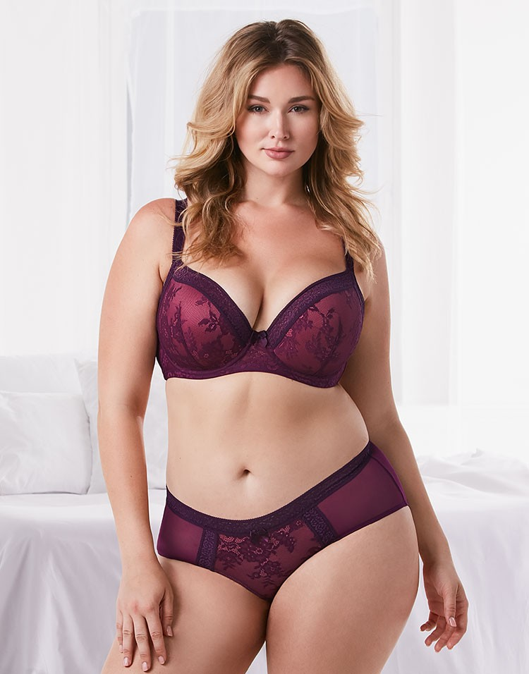 Adore Me Model Hunter McGrady Wearing Ceres Contour Plus