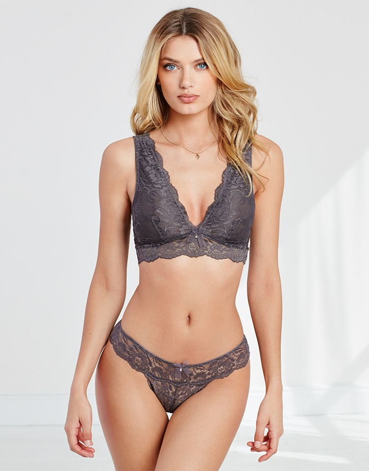 Adore Me Model Bregje Heinen Wearing Elvinia Unlined
