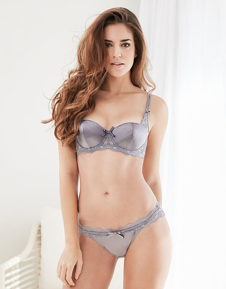 Adore Me Model Clara Alonso Wearing Diandra Contour