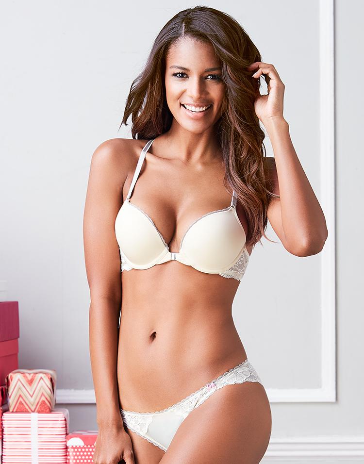 Adore Me Model Venessa Fonseca 3