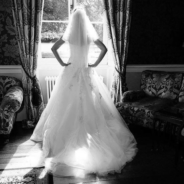 A stunning dress #offleyplace #weddingdress #dress #wedding #weddingphotographer #weddingphotography #photographer #photography #potd #weddinggown #dress #cake #bride #groom #bridegroom #country #countryside #countryhouse #hotel #lounge #blackandwhite #manor #manorhouse #magestic #beautiful #newlyweds