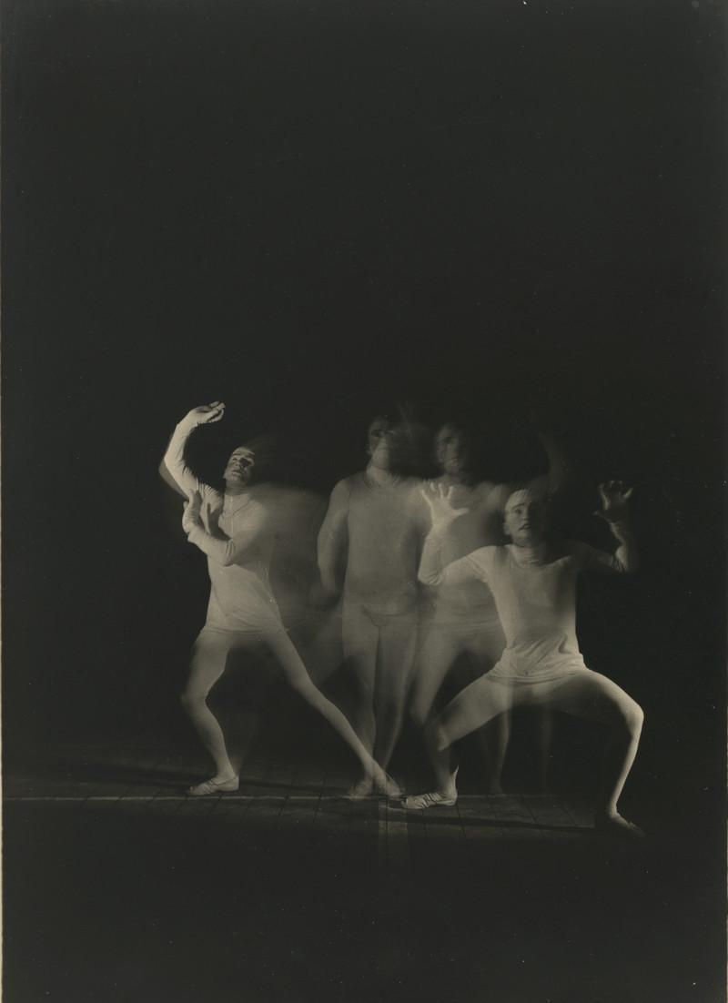 Erich_Consemueller_Bauhaus-Buehne_1927_copyright-Stefan-Consemueller.jpg