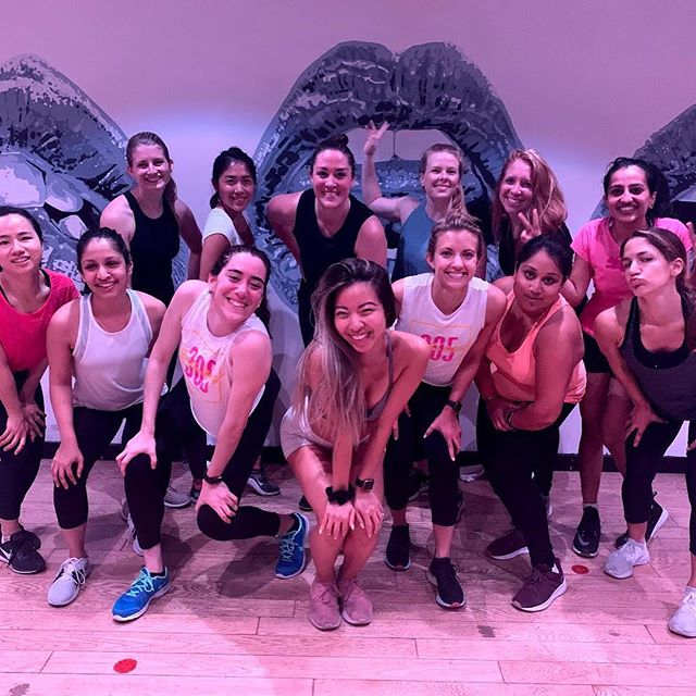 Kicking off SWIB Women's Week with @305fitness! Swipe left for our fab flagship events team putting together these amazing events 😻 #NYUswib #nyustern