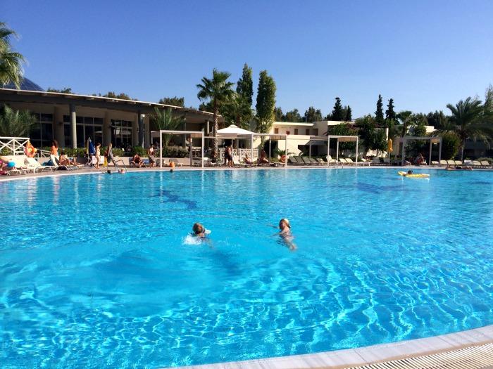 pool Kipriotis maris
