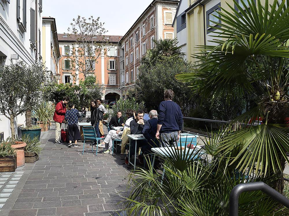 Otto är ett väldigt populärt ställe längs med Via Paolo Sarpi med en grym terrass. De har brunch lördag och söndag 12.30-15 och då ringlar kön lång så kom lite innan. En brunchbricka kostar 17€ och då ingår potatis, grekisk yoghurt, valfri toast, chokladmousse och frukt.