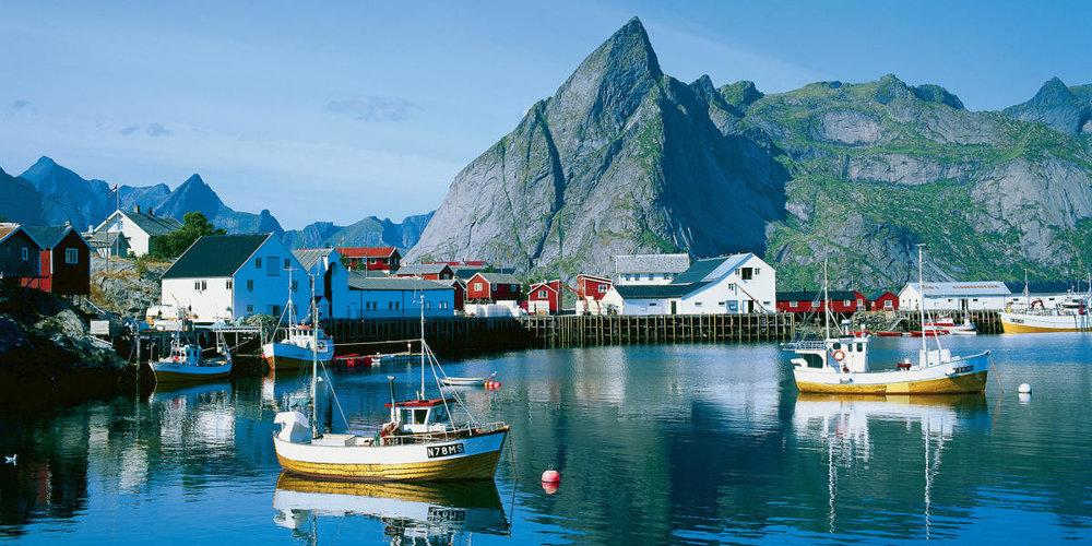 fishing-boats-hamnoy-lofoten-norway - 2-1_c932112b-ec27-4ff9-8e69-587fe4577f15.jpeg