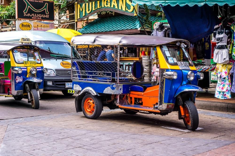 tuktuk-1643802_1280.jpg