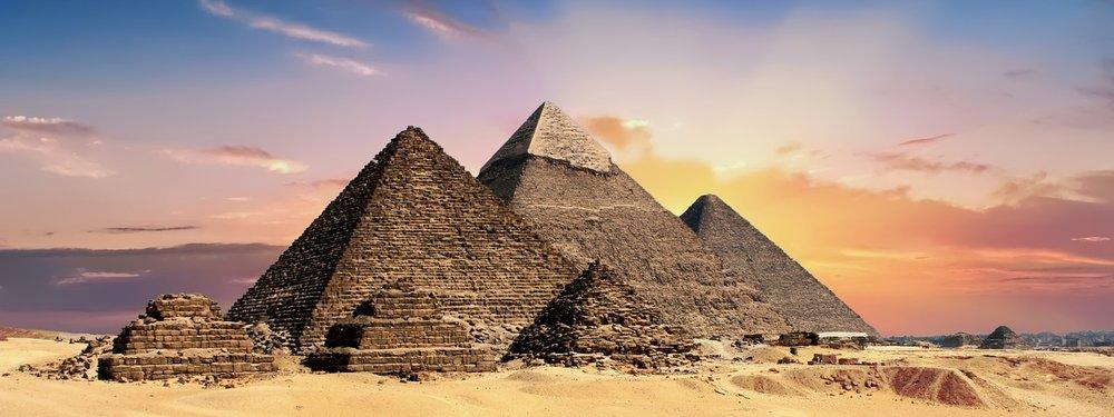 pyramids-2371501_1280.jpg