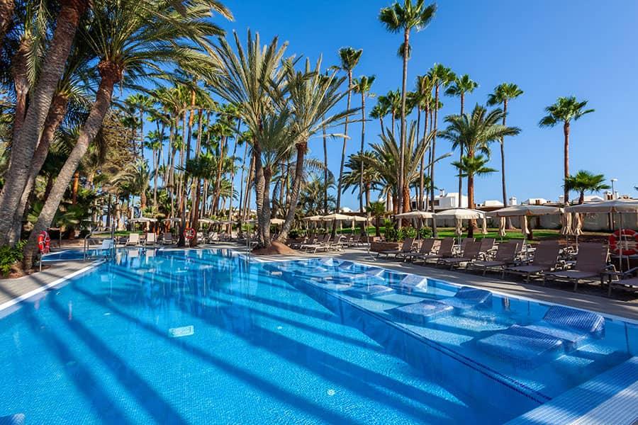 piscina-hotel-riu-palace-oasis-2_tcm55-205363.jpg
