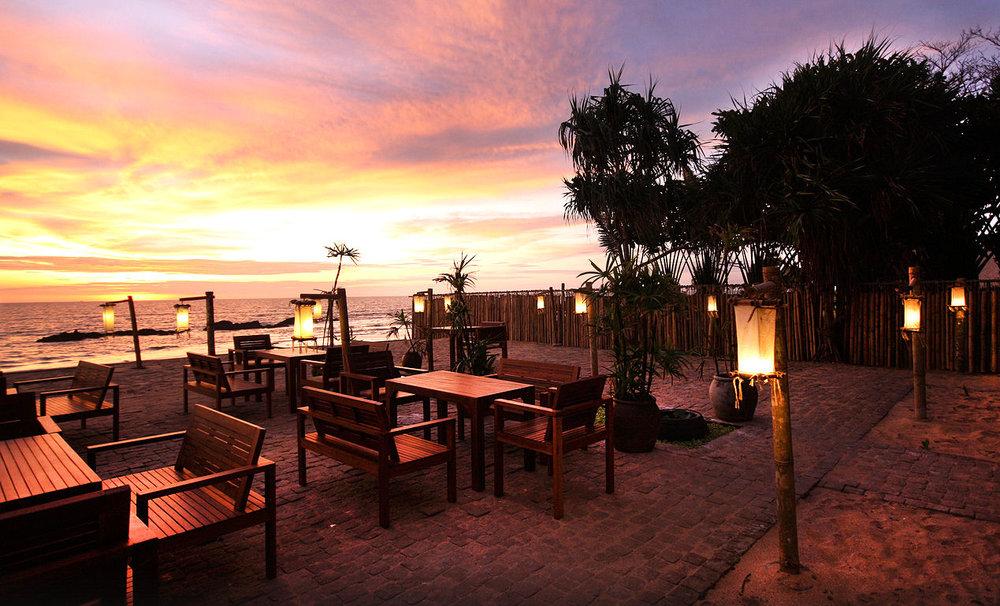Sri-Lanta-Beach-Restaurant-Sunset.jpg