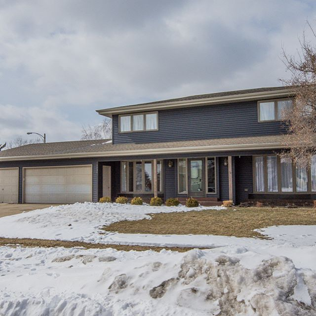 Just Listed! 1404 Ridgeview Lane, NE Bismarck - Fall in love with this beautiful multi-level home, this stunning property offers 4 bedrooms, 3.5 baths and more than 3,000 finished square feet! Click the link in bio for a private 3D Tour!  Kim Bortke, REALTOR® | Trademark Realty | 701.223.3030 | 701.471.1425 . . . . #lovewhereyoulive #kimbortkerealtor #trademarkre