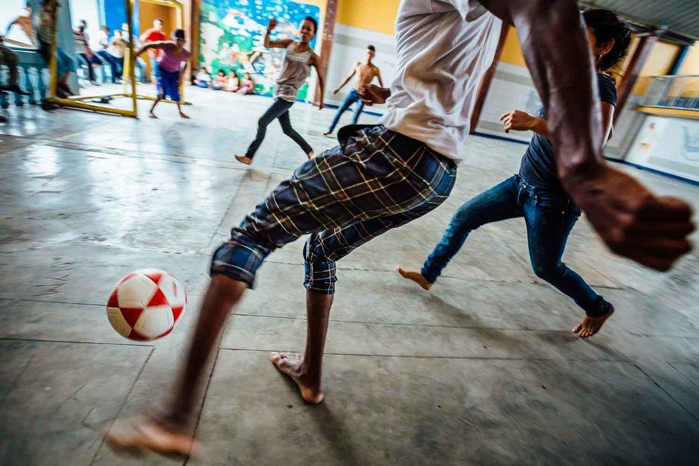 Travel-Photography-Street-Kids-Soccer-Honduras