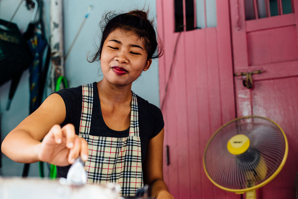 Bangkok-Thailand-Travel-Photography-Smile-People-Street-Vendor-Color.jpg