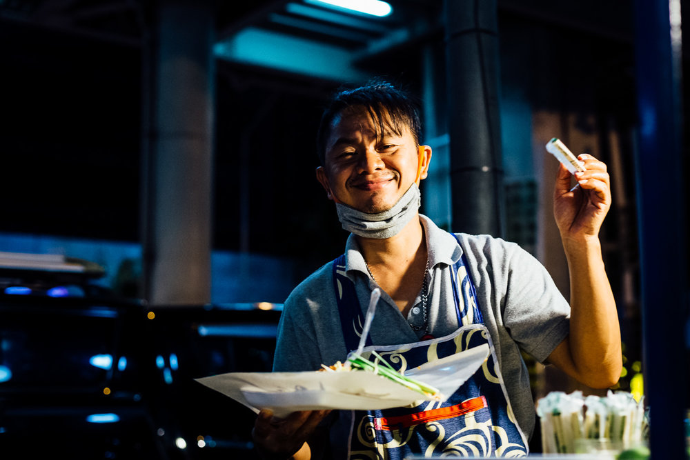 Bangkok-Thailand-Travel-Photography-Smile-People-Night-Street-Vendor