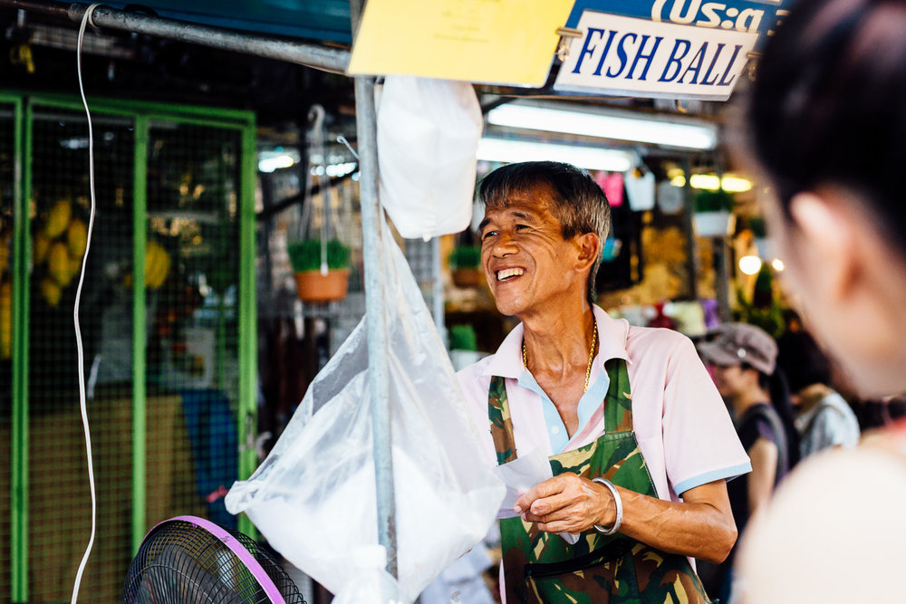 Bangkok-Thailand-Travel-Photography-Smile-Vendor-Market-People
