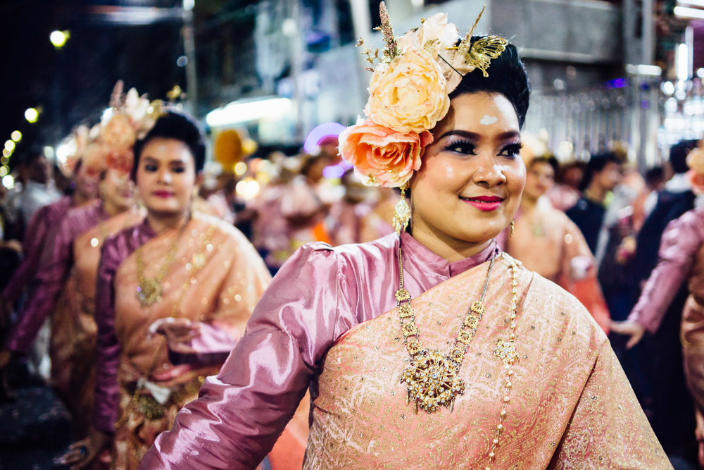 Travel-Photography-Thailand-Bangkok-Street-Festival-Smile-People-Dance