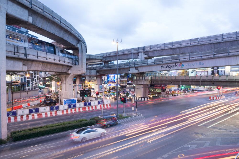 Travel-Photography-Thailand-City-Traffic-light-longexposure-lighttrail.jpg