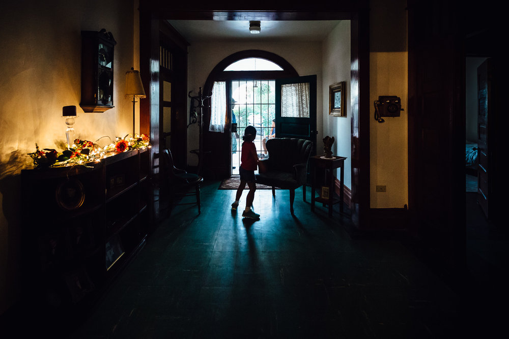 Light-Silhouette-Hallway-Interior-Mexico-Family-Home-Durazo-Photography
