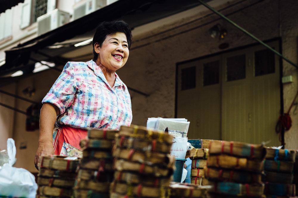 Smiling-Grin-Proud-Vendor-Market-Thailand-Daniel-Durazo-Photography.jpg
