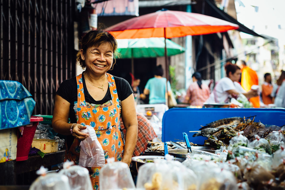 Smiling-Woman-Vendor-Market-Travel-Thailand-Daniel-Durazo-Photography.jpg