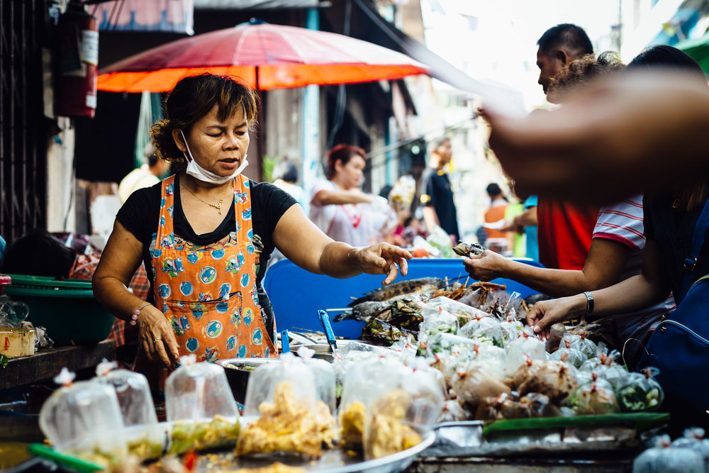 Market-Exchange-Action-Woman-Vendor-Food-Travel-Thailand-Daniel-Durazo-Photography.jpg