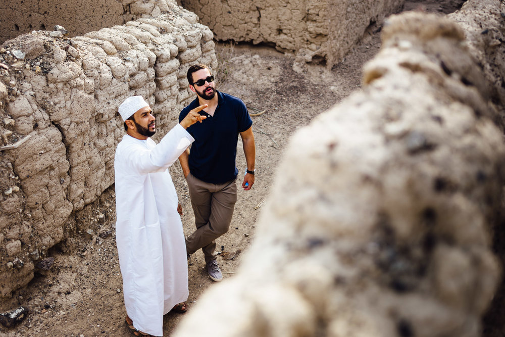 Guide-Pointing-Explaining-Man-Tradition-Village-Oman-Daniel-Durazo-Photography-Durazophotography