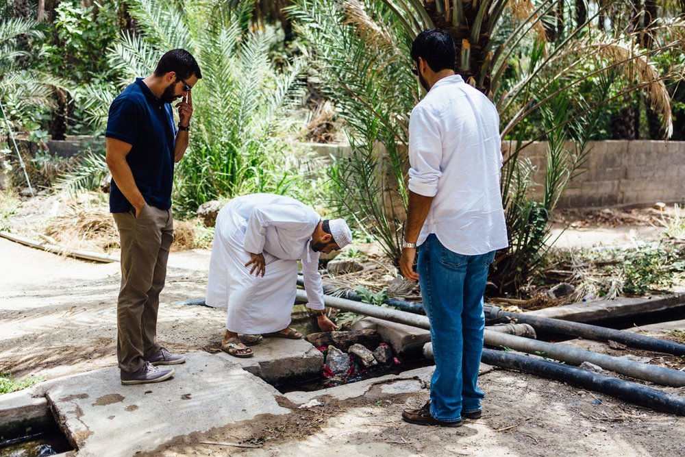 Irrigation-Falaj-Guide-Man-Tradition-Village-Oman-Daniel-Durazo-Photography-Durazophotography