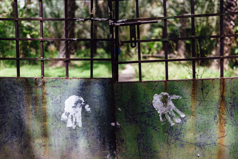 Handprint-Paint-Green-Gate-Tradition-Village-Oman-Daniel-Durazo-Photography-Durazophotography