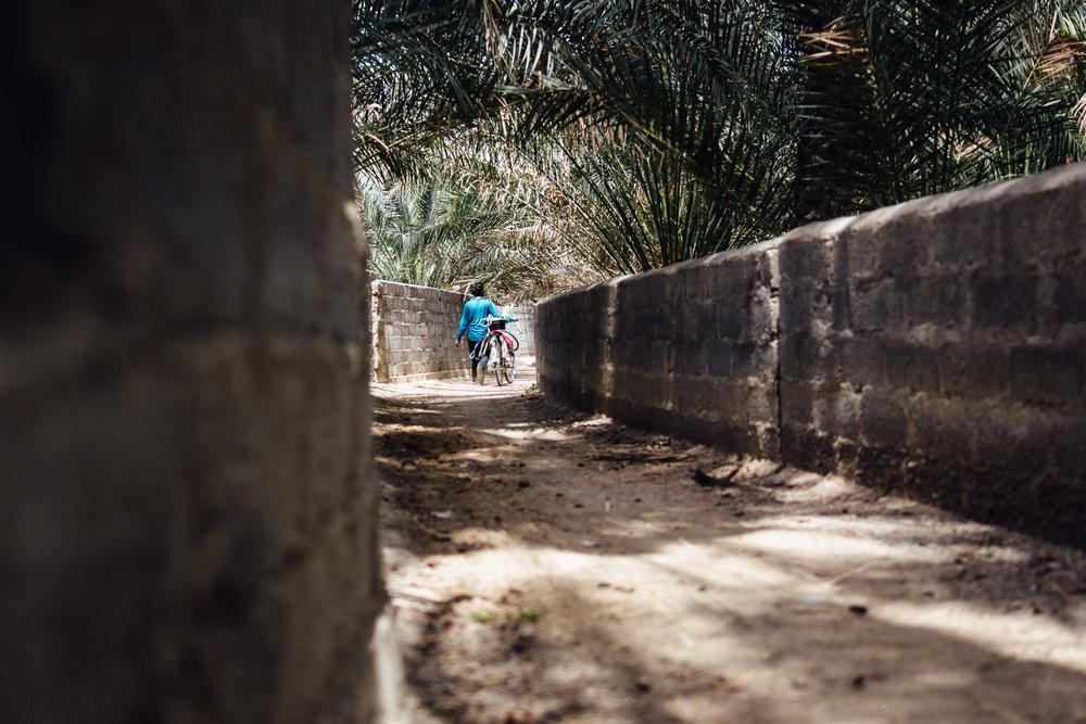 Walking-Tradition-Village-Oman-Daniel-Durazo-Photography-Durazophotography