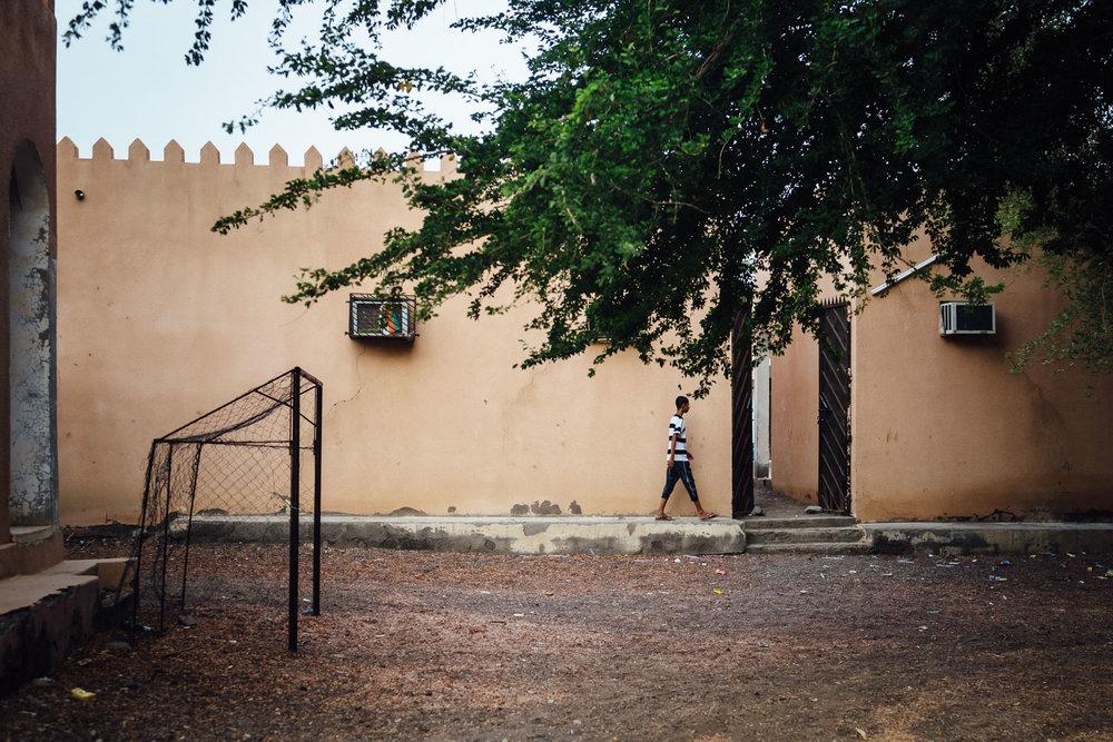Street-Child-Walking-Tradition-Village-Oman-Daniel-Durazo-Photography-Durazophotography