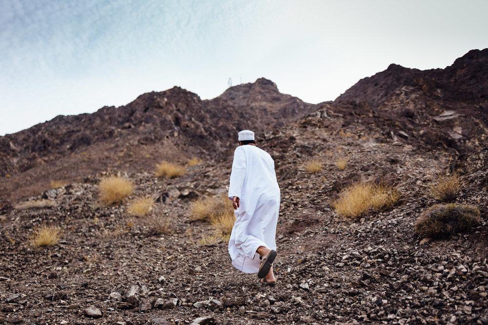 Man-Climing-Hill-Tradition-Village-Oman-Daniel-Durazo-Photography-Durazophotography