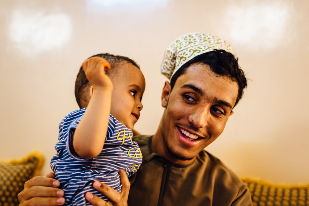 Child-Interaction-Tradition-Village-Oman-Daniel-Durazo-Photography-Durazophotography