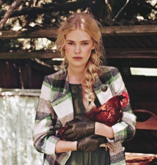 Farm life 🐓 just hanging with the chooks. 📷Oldie but goodie @fashionquarterly @viviensmodelmgmt