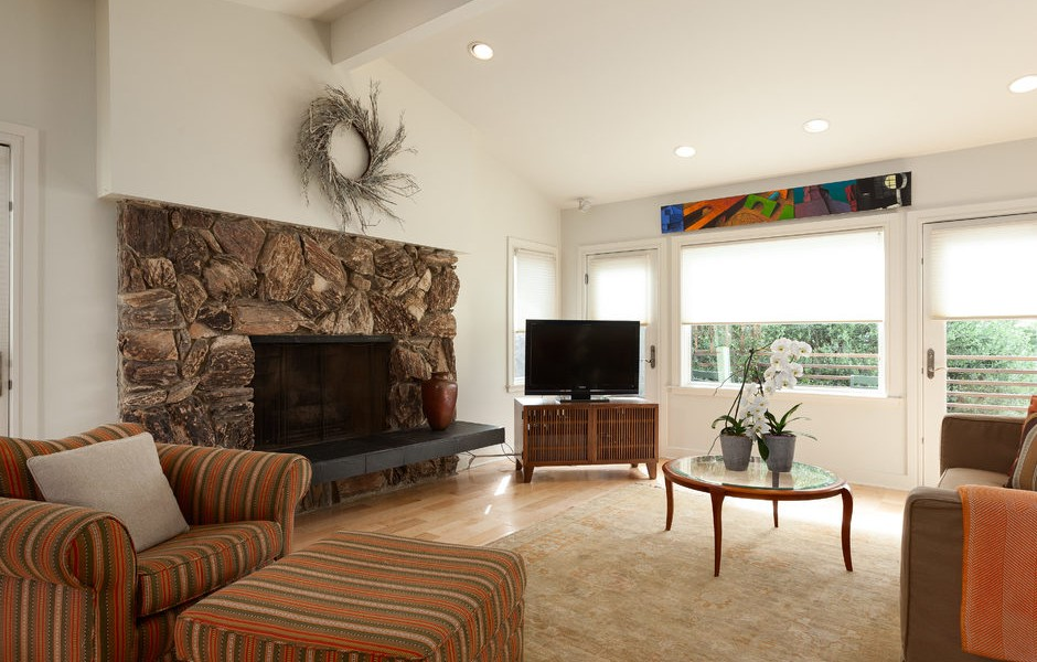 015_-W-81st-St-Playa-del-Rey-print-020-20-Family-Room-4200x2800-300dpi_015_web-940x600.jpg