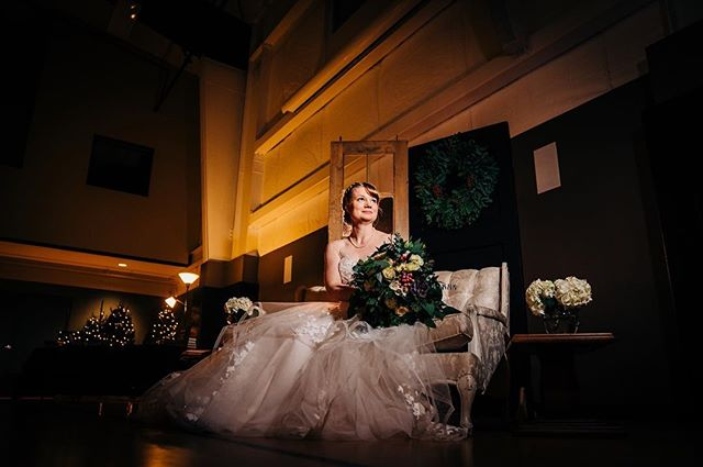 Sara 👰🏻 I was so in love with her gown!😍 Perfect for a winter wedding ❄️ #bridalstyle #weddingdress #bridalportrait #laceweddingdress #bridalbouquet #indoorwedding #winterwedding #oregonbride #decemberwedding #bridalgown #oregonwedding #oregonweddingphotography #magmod #oregonweddingphotographer #focalpointstudios #focalpointweddings